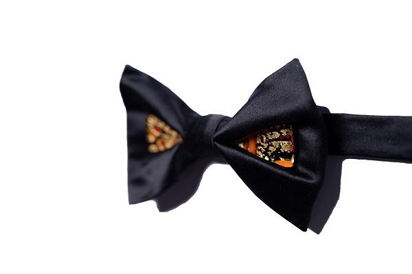 Duca Gioiello - DGN0304 - Seta nera - vetro nero con gocce rosse con foglia oro 24kt 2